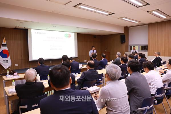 조승규 싱가포르 국립대 교수가 이날 행동경제학 들여다보기라는 제목으로 특별초청강연을 펼쳐 참석자들로부터 좋은 반응을 얻었다. (사진 박정연 재외기자)